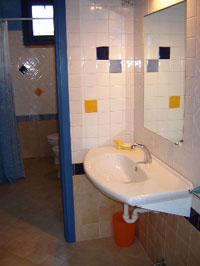 Dolce vita - orange bath-room.
